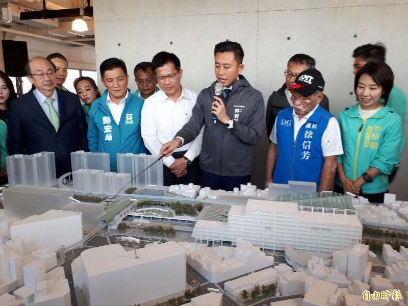 林智堅說,大車站計畫是串聯新竹前後站的重要樞紐。(記者洪美秀攝)