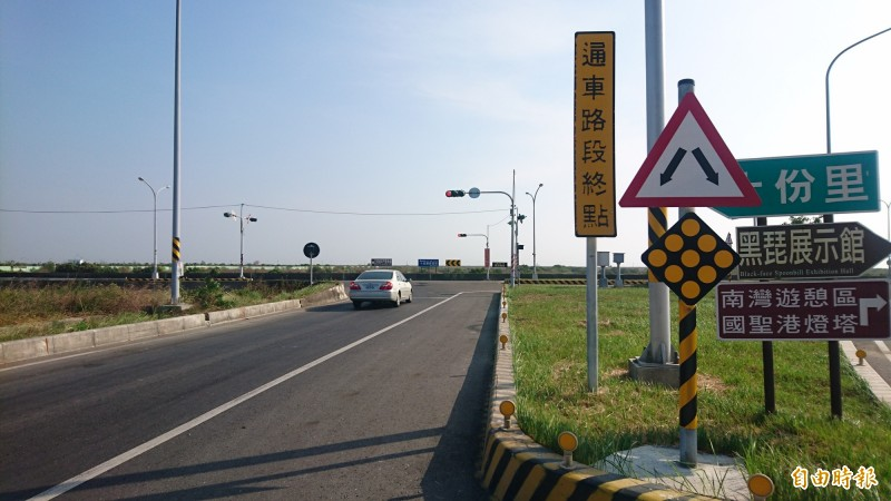 台61線通車終點在台南七股十份交流道,十份未來再接曾文溪橋到台南市安南區。(記者楊金城攝)