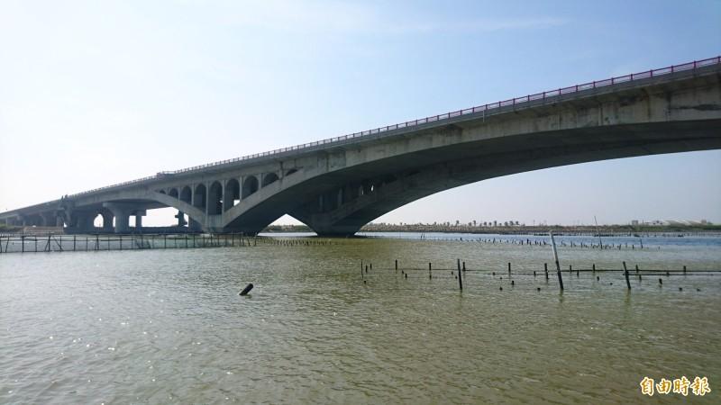 台61線七股溪橋。(記者楊金城攝)
