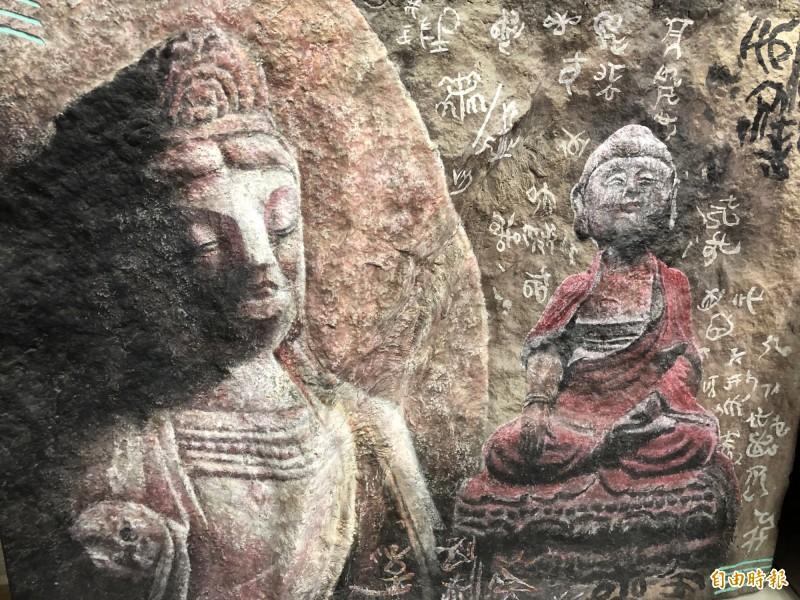 勤燕璧複製的山壁,也依據原有的紋路、凹凸起伏進行創作彩繪。(記者佟振國攝)