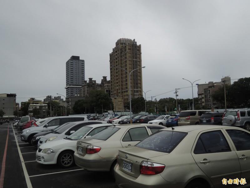 新竹市議員擔憂市府將舉辦2021台灣燈會恐成為新竹人的惡夢,對此,市府交通處強調一定會做好各項交通動線規劃,同時會以接駁車來分散人潮,並設置停車場和利用國道和火車等運具來分流。(記者洪美秀攝)