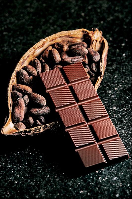 福灣巧克力奪下ICA「全球最佳黑巧克力」。(福灣巧克力提供)