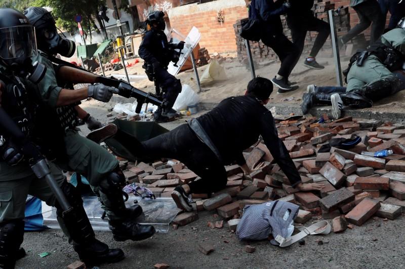 香港街頭如戰場,外媒直指中國領導人習近平大中國夢夢碎。(路透)
