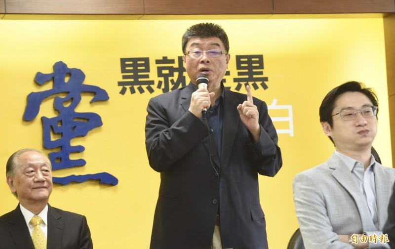 新黨主席郁慕明(左)21日召開記者會,宣布不分區立委名單,由前國民黨立委邱毅(中)領銜。(記者羅沛德攝)
