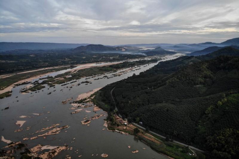 專家表示,湄公河流域的水位創下60年來最低紀錄,下游4個國家柬埔寨、寮國、泰國和越南,即起至明年1月將面臨嚴重乾旱。(法新社)