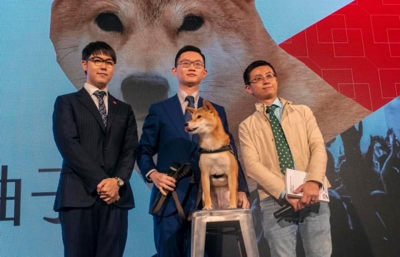 「歡樂無法黨」由多位知名YouTuber,以及台北市議員「呱吉」邱威傑(右起)、眼球中央電視台主播「視網膜」,以及網紅「志祺七七」張志祺共同組成。(圖擷自「歡樂無法黨」臉書)
