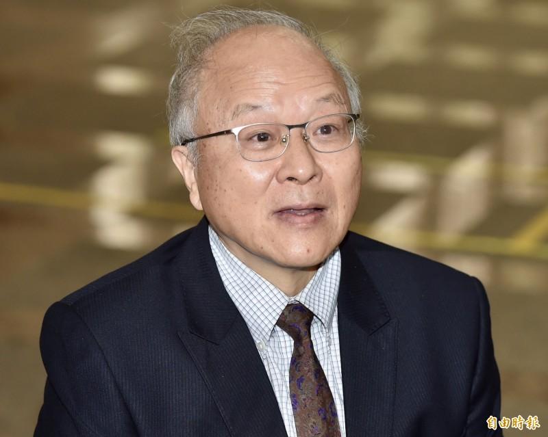 郭冠英今天現身中選會,口出狂言稱:「我是代表中國共產黨,來這邊監督台灣省的選舉。」(記者塗建榮攝)