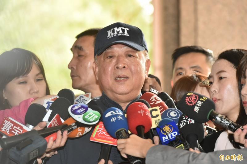 列在國民黨不分區立委名單中第4名的退將吳斯懷過去曾赴中國聽中國領導人習近平演講、在演奏中國國歌時肅立致敬,引發爭議。(記者塗建榮攝)