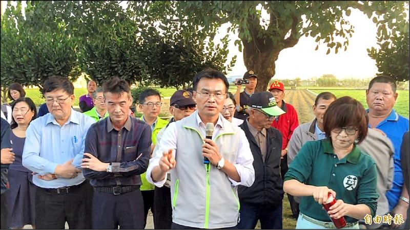 農委會主委陳吉仲表示,農委會要準備廿億讓亂市場的「販仔」沒生意做。(記者詹士弘攝)