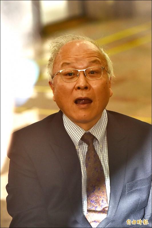 郭冠英昨現身中選會,口出狂言稱:「我是代表中國共產黨,來這邊監督台灣省的選舉。」(記者塗建榮攝)
