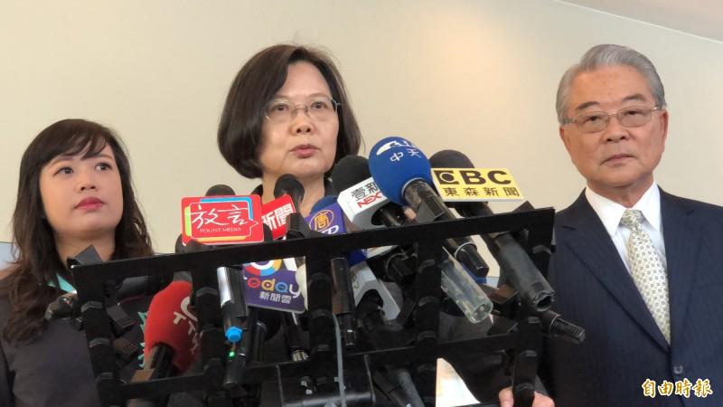 蔡英文表示,台灣跟中國軍事武力不對等,仍應該在複雜情勢裡找自己的機會。(記者周湘芸攝)
