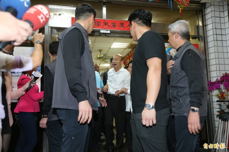 韓國瑜拜會顏清標服務處。(記者張軒哲攝)
