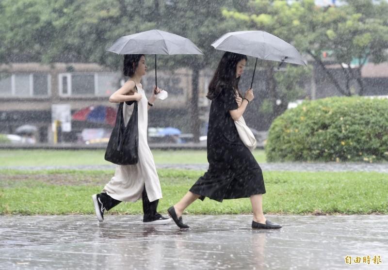 中央氣象局指出,今天(22日)受颱風外圍環流影響,北部及東半部地區有雨。(資料照)