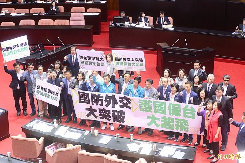 """Democratic Progressive Party lawmakers raise their fists and hold placards that read: """"Big breakthrough in national defense and diplomacy, reinforcing protection of the nation and safeguarding Taiwan"""" at the legislative floor in Taipei yesterday.   Photo: Wang Yi-sung, Taipei Times"""