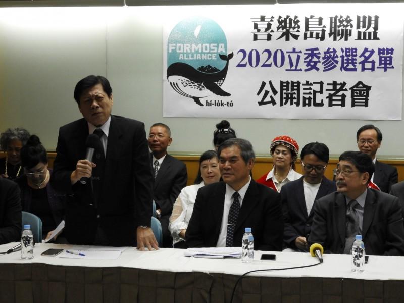 高大成(左一)名列喜樂島不分區立委,強調是要堅定台灣獨立自主的目標。(記者陳鈺馥攝)