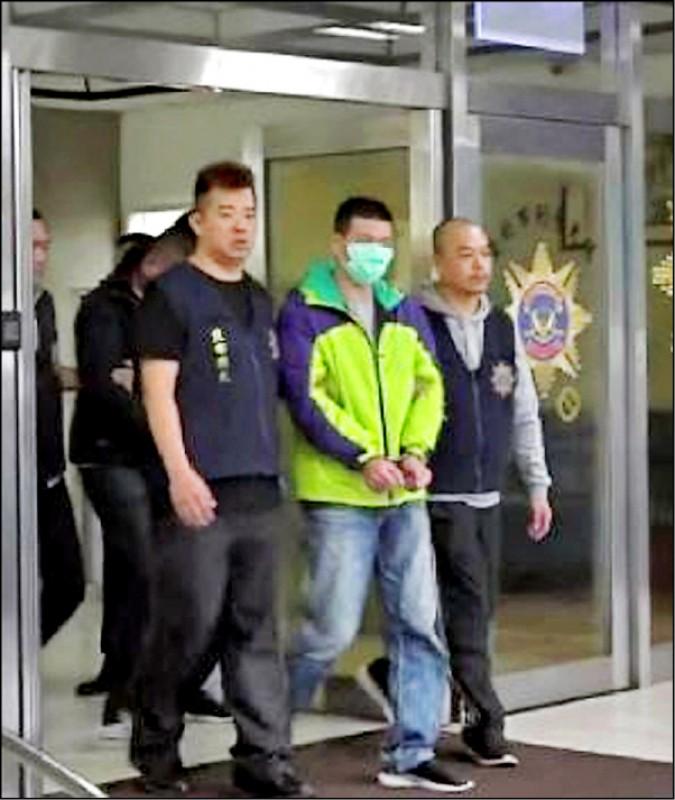 天道盟太陽會成員郭千文涉嫌暴力犯罪被警方檢肅到案。(記者劉慶侯翻攝)