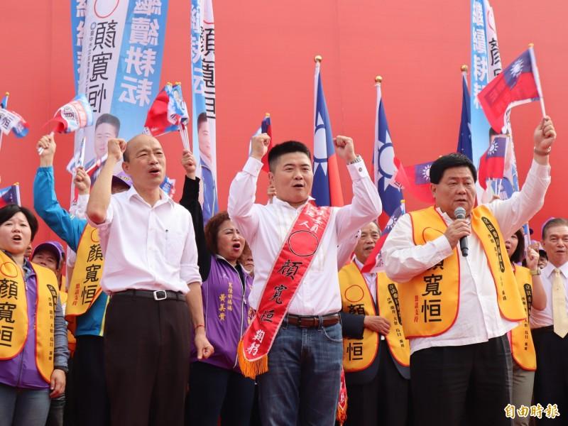 國民黨總統候選人韓國瑜出席立委顏寬恆競選總部成立大會,拚命再開支票。(記者歐素美攝)