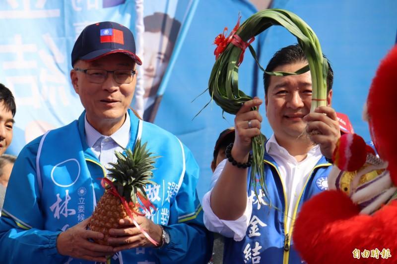 吳敦義(左)否認不分區提名吳斯懷是被中國綁架。(記者翁聿煌攝)