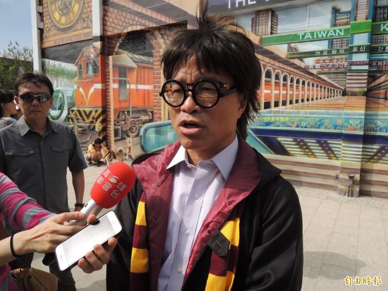 葉匡時說,很高興看到小英跟隨韓市長政見。(記者王榮祥攝)