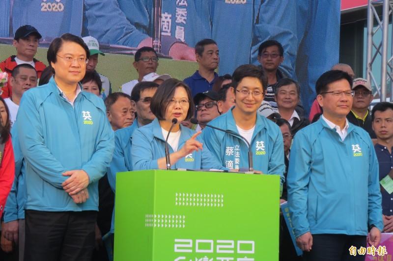 蔡英文總統致詞時強調,這次選舉要從台灣頭的基隆贏到台灣尾,讓她連任成功,大家用手中的選票展現守護台灣的決心。(記者俞肇福攝)