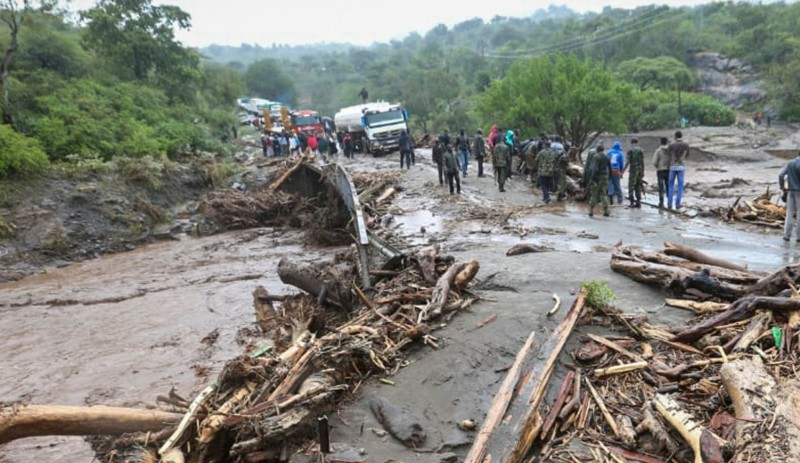 肯亞暴雨引起山崩,截至目前,至少已有36人死亡,其中包括7名兒童,更有一家11口全部罹難的悲劇。(美聯社)