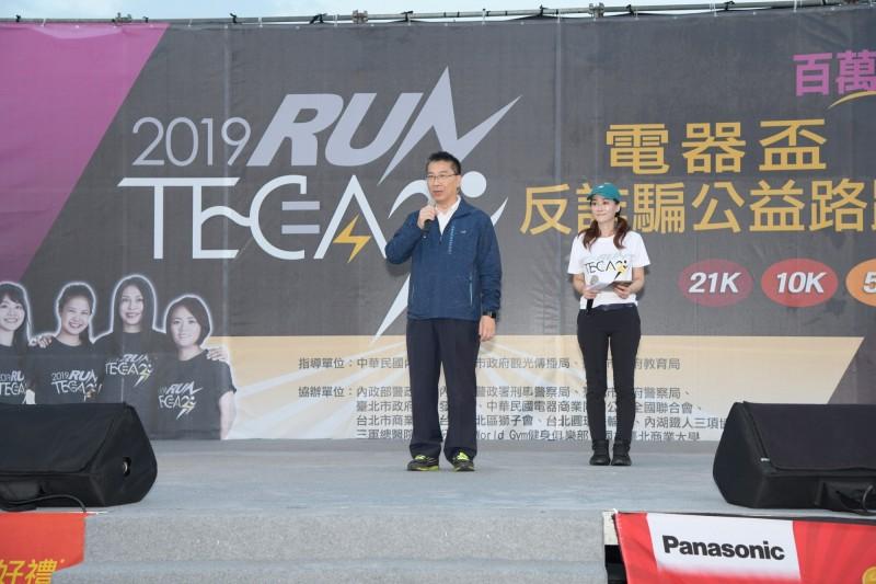 內政部長徐國勇參加鳴槍起跑儀式。(記者姚岳宏翻攝)