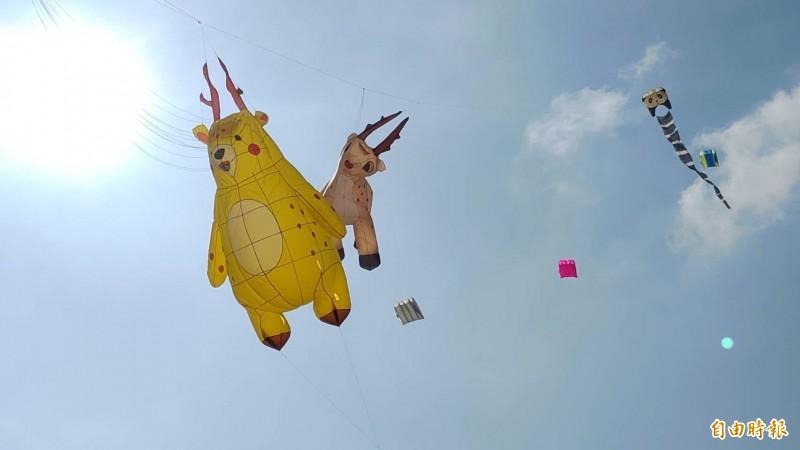 小鹿鹿風箏也飛上天了。(記者劉曉欣攝)