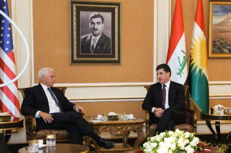 美國副總統彭斯23日出訪伊拉克,與庫德族自治區總統巴爾扎尼會面。(法新社)