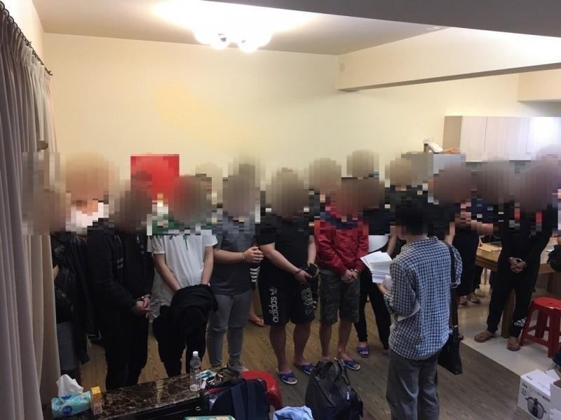 檢警破獲詐騙集團機房,逮捕涉案成員。(檔案照)