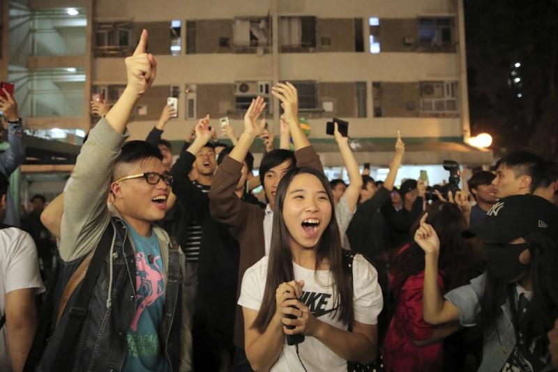 香港區選泛民主派大勝 最新統計:非建制已取387席