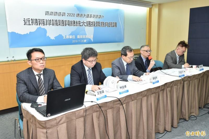 兩岸政策協會理事長譚耀南等人,今(26)召開「近期兩岸議題與2020 總統大選投票意向」民調座談會。(記者塗建榮攝)