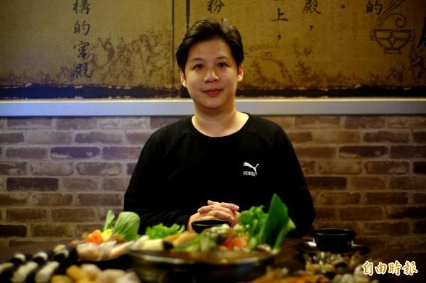台北大直北安路上的椒房殿麻辣火鍋,一開就是9個年頭,老闆宋家逸用料實在。(記者胡志愷攝)