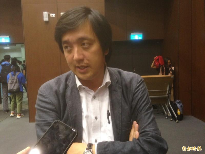 香港中文大學新聞與傳播學院院長李立峯認為,新媒介沒辦法策動大型罷工運動。(記者黃旭磊攝)