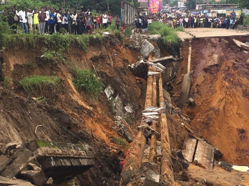 剛果民主共和國首都金夏沙大學附近下起暴雨,連帶造成洪水和土石流,目前已知至少有39人死亡。(法新社)