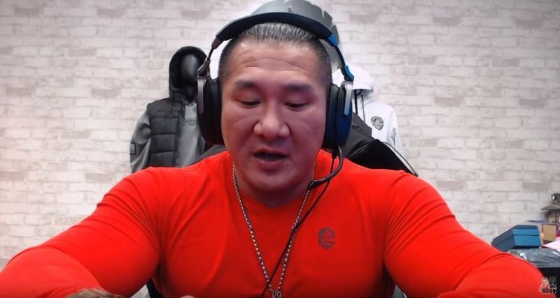 館長宣布,從此將退休放棄格鬥,並專心於健身房事業。(擷取自館長成吉思汗Youtube)