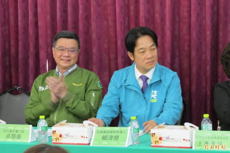 賴清德及卓榮泰催票,呼籲全力支持蔡英文、賴清德及民進黨,讓韓國瑜領不到30元,讓吳斯懷當不上立委。(記者蘇金鳳攝)