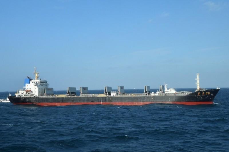 運砂船雖然只是負責運輸,但也視同共犯起訴。(澎湖海巡隊提供)