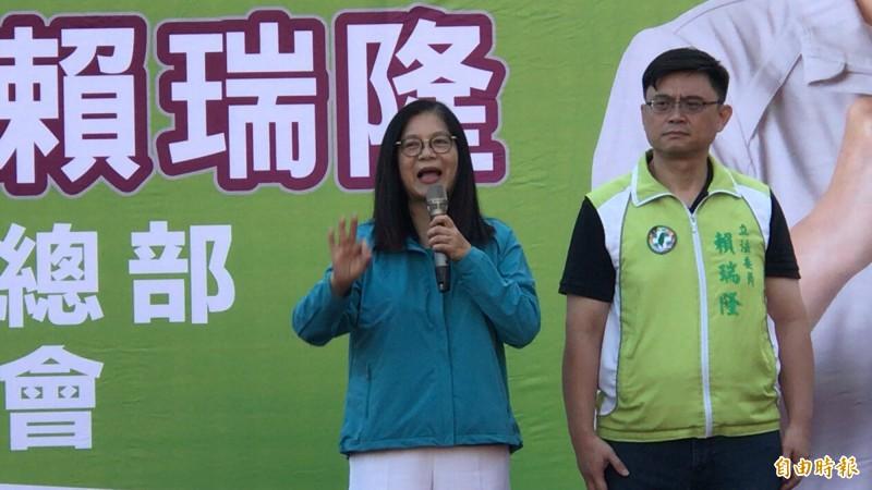 本報民調蔡大勝韓,小英高雄競選總部主委管碧玲(左)點出原因在於韓、張和國民黨的墮落。(記者黃良傑攝)