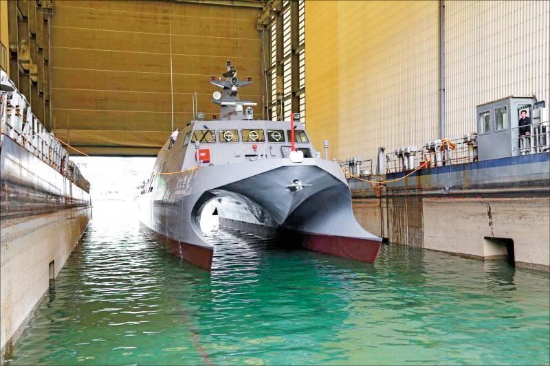 中科院委由龍德造船建造的小型艦艇「光榮之星」,主要擔負海上測試用途儎台工作,在今年五月交船後,已頻繁出海執行任務。(圖:取自中科院網站)