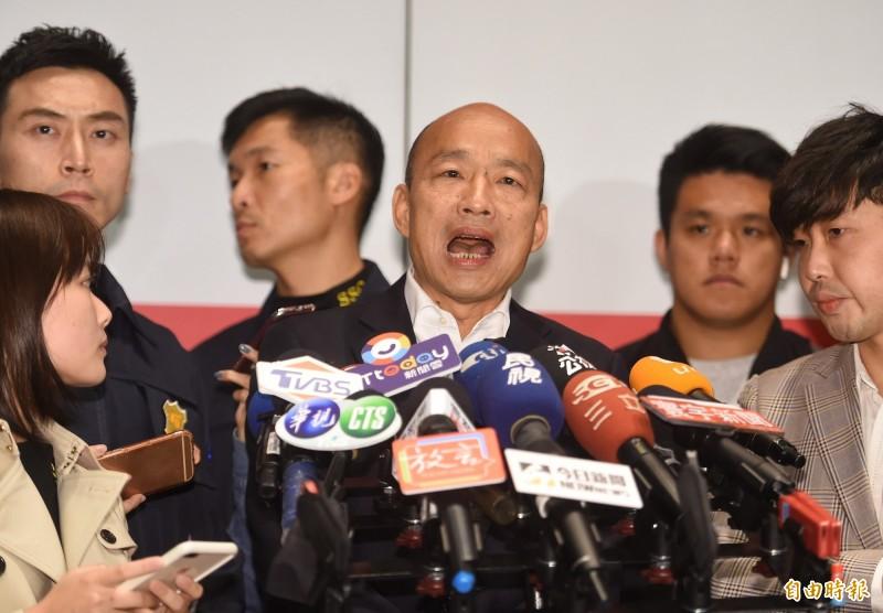 國民黨總統參選人韓國瑜參加節目錄影後受訪表示,假民調太多,呼籲所以韓國瑜的支持者接到民調電話時,通通不要回答。(記者劉信德攝)