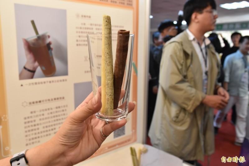 可食用的麥芽糖吸管。(記者黃淑莉攝)