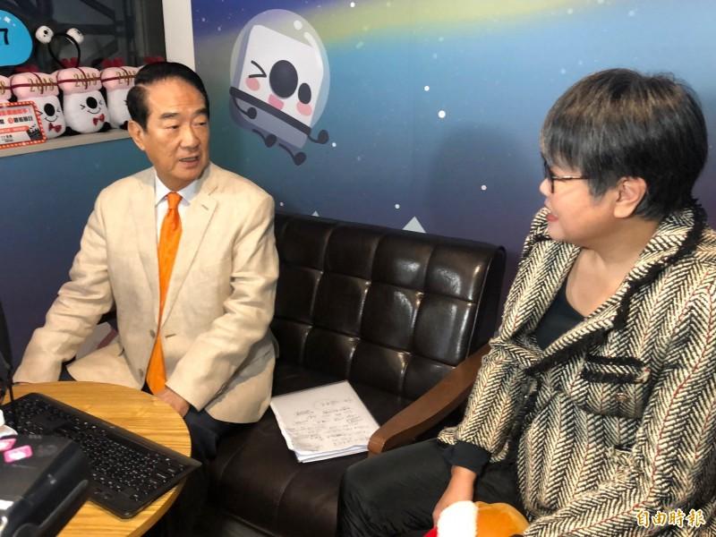 親民黨總統候選人宋楚瑜接受直播專訪,批評前總統馬英九英文很好,其他有待磨練。(記者陳昀攝)