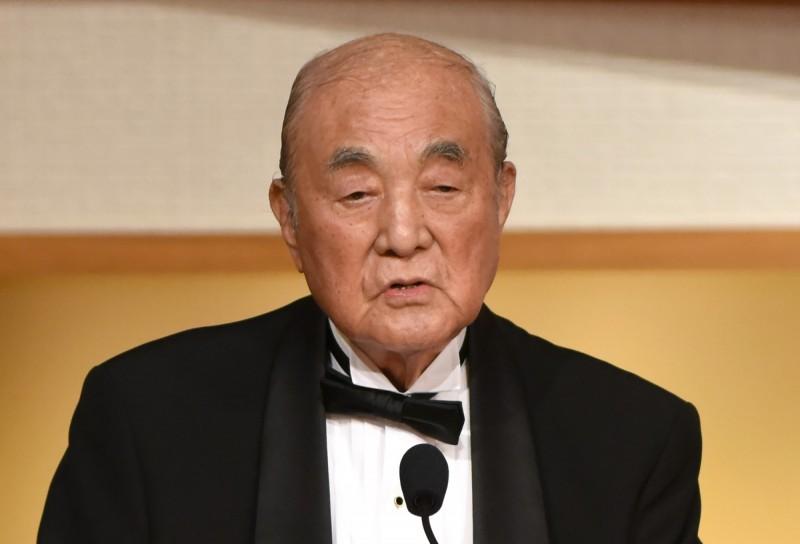 日本前首相中曾根康弘今天以101歲高齡辭世,圖為他在2017年所拍攝的資料照。(法新社)
