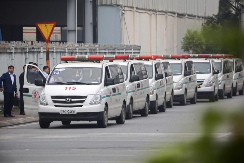 英國冷凍貨櫃車39名偷渡客命案,第一批16具遺體已在27日送回家鄉越南,另外23具則在今天(30)運抵河內。(歐新社)