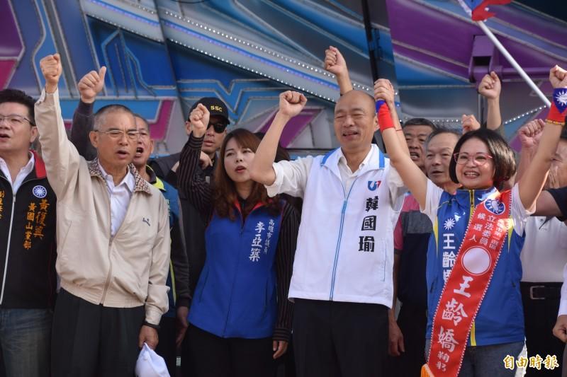 國民黨總統候選人韓國瑜(右2)結束40多天的「土地傾聽之旅」,今天首次返回高雄為藍營立委候選人站台輔選。(記者蘇福男攝)