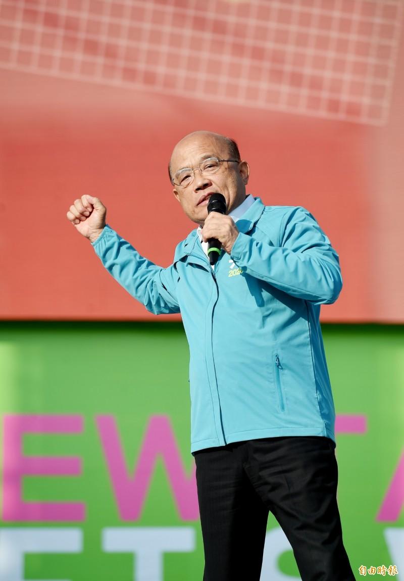 行政院長蘇貞昌也「復出」到場站台,他在致詞時語氣激昂地說,雖然醫生說不可以太累「但是我拚老命」。(記者朱沛雄攝)