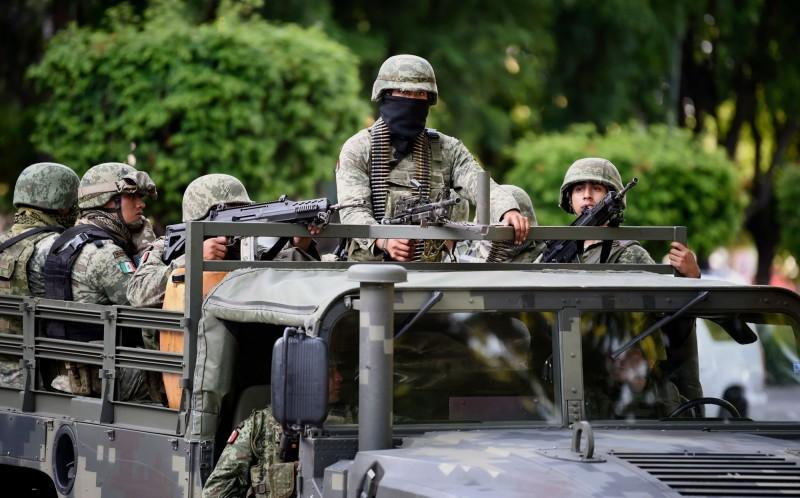 墨西哥警方和毒梟發生激烈衝突,超過一小時的槍戰造成至少14人死亡。(法新社)