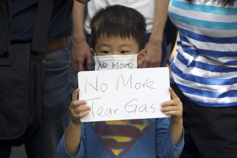 今日香港舉辦「孩子不要催淚彈」遊行。圖為示意圖。(美聯社)