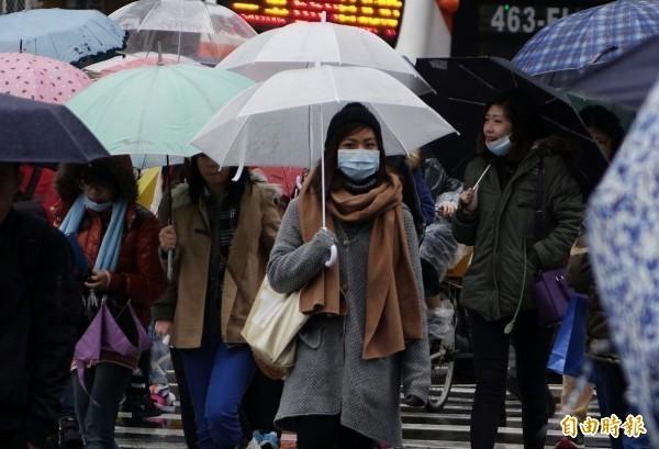 天氣風險公司表示,入秋首波冷氣團明(2日)起影響台灣,晚間中部以北的低溫將掉到14-15度,南部、花東也只有16度,要準備好厚一點的外套。(資料照)