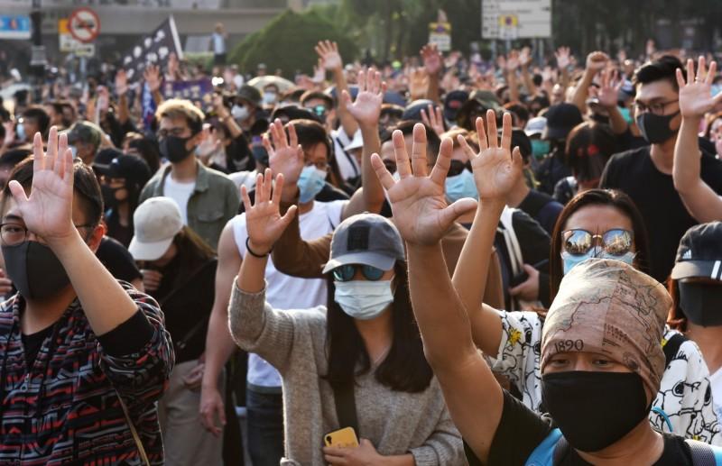 尖沙咀「毋忘初心大遊行」,發起人Swing表示,遊行的目的是想喚醒香港人,不要忘記5大訴求。(歐新社)